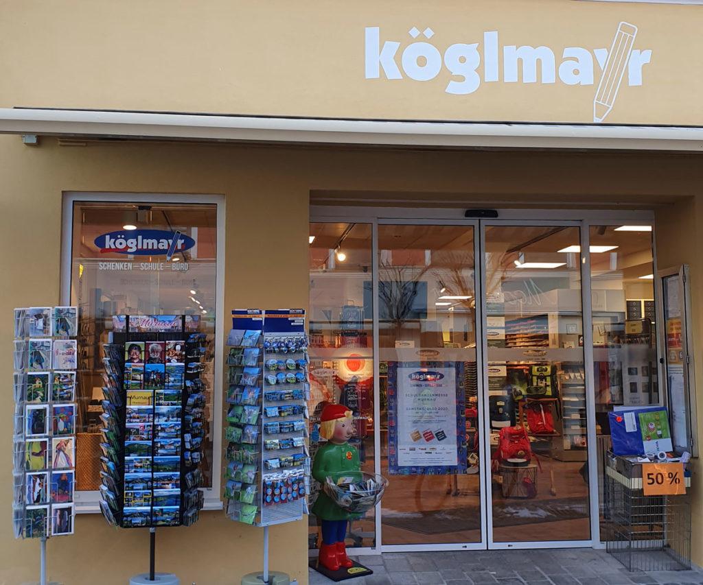 Eingang zum Schreibwarenladen Köglmayr in Murnau