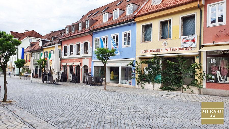 Der Obermarkt n Murnau an einem Sonntag