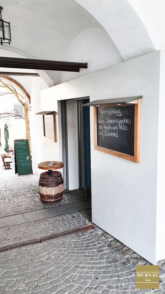 Seiteneingang zum Grießbräu Restaurant